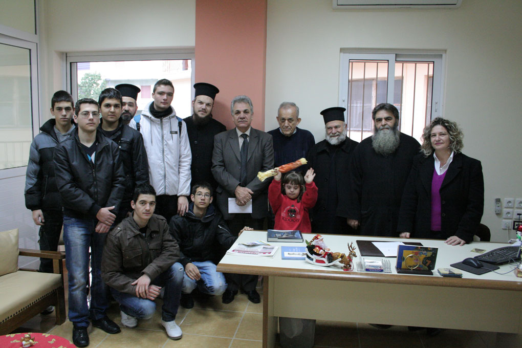Βλέπετε εικόνες από το άρθρο: Επίσκεψη αντιπροσωπείας του σχολείου μας στην κιβωτό της αγάπης