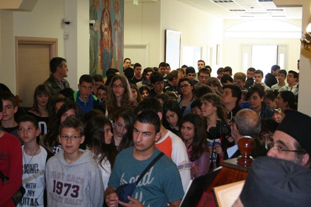 Βλέπετε εικόνες από το άρθρο: Επίσκεψη του Γυμνασίου Πάτμου στο Γενικό Εκκλησιαστικό Λύκειο Πατρών