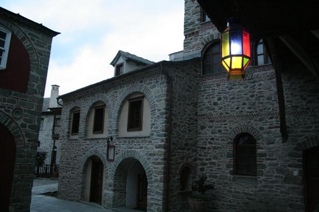 Βλέπετε εικόνες από το άρθρο: Πενθήμερη Εκδρομή Γ΄ Τάξεως του Εκκλ. Λυκείου Πατρών στο Άγιο Όρος και Θεσσαλονίκη 2014